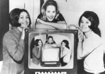 Le bon vieux temps des speakerines sur les ondes de la TSR (source archives RTS)