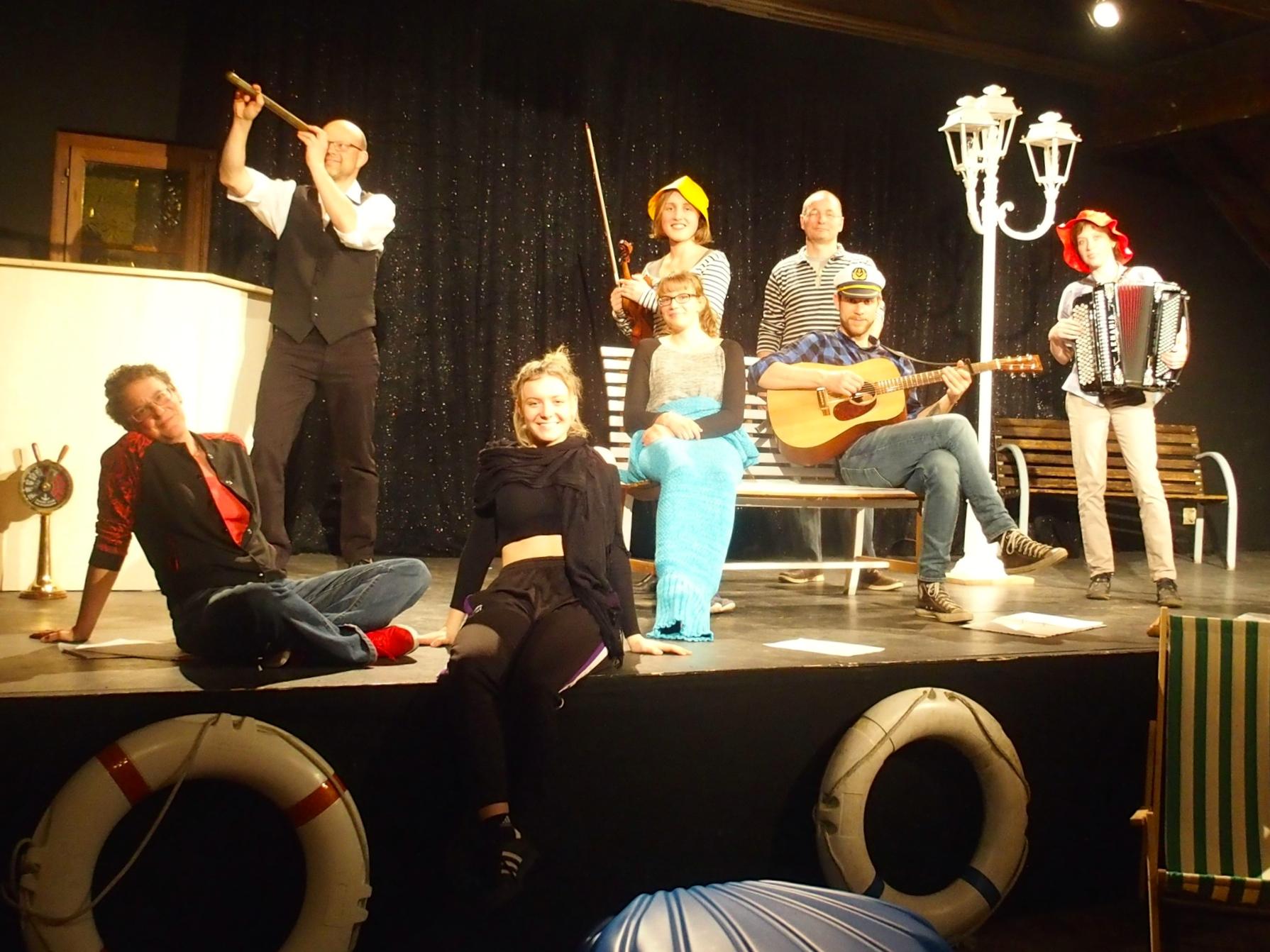 La troupe des «Bancs de la mer» pratiquement au complet sur scène.
