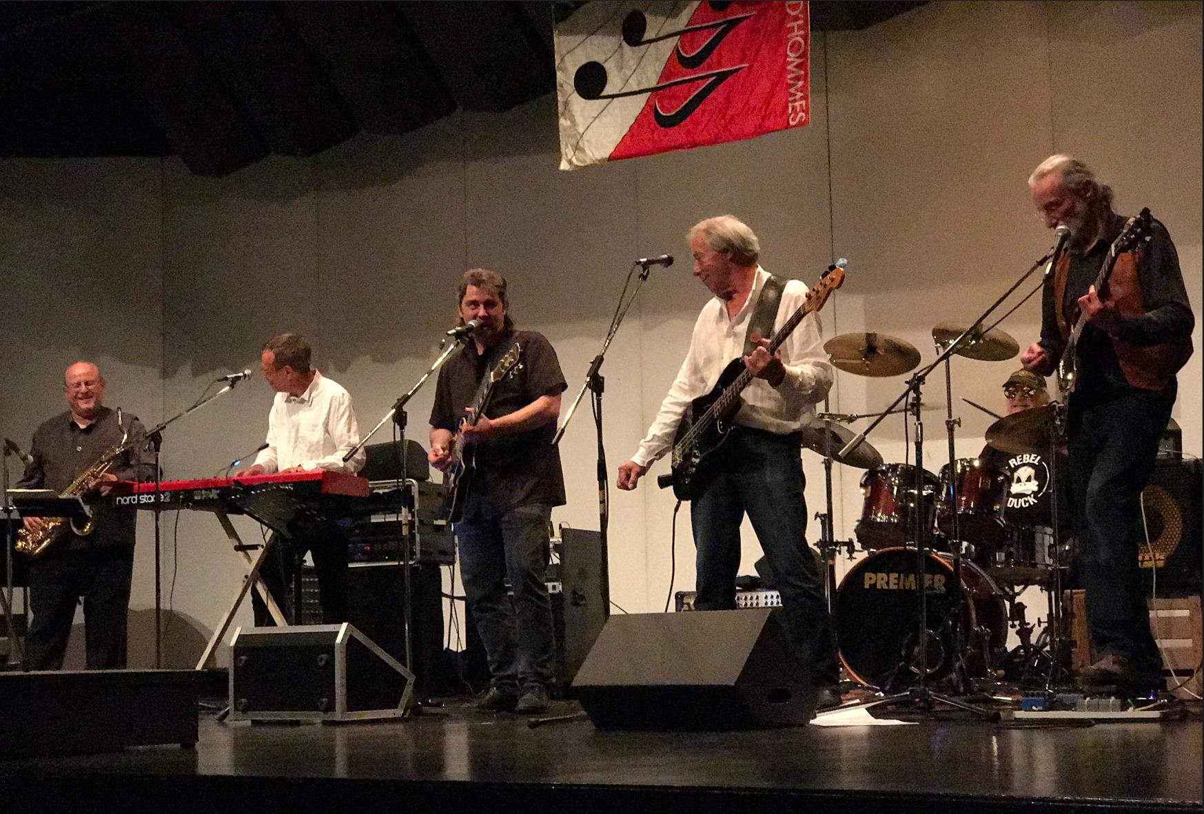 Le groupe ROCKSTALGY assure la deuxième partie de la soirée