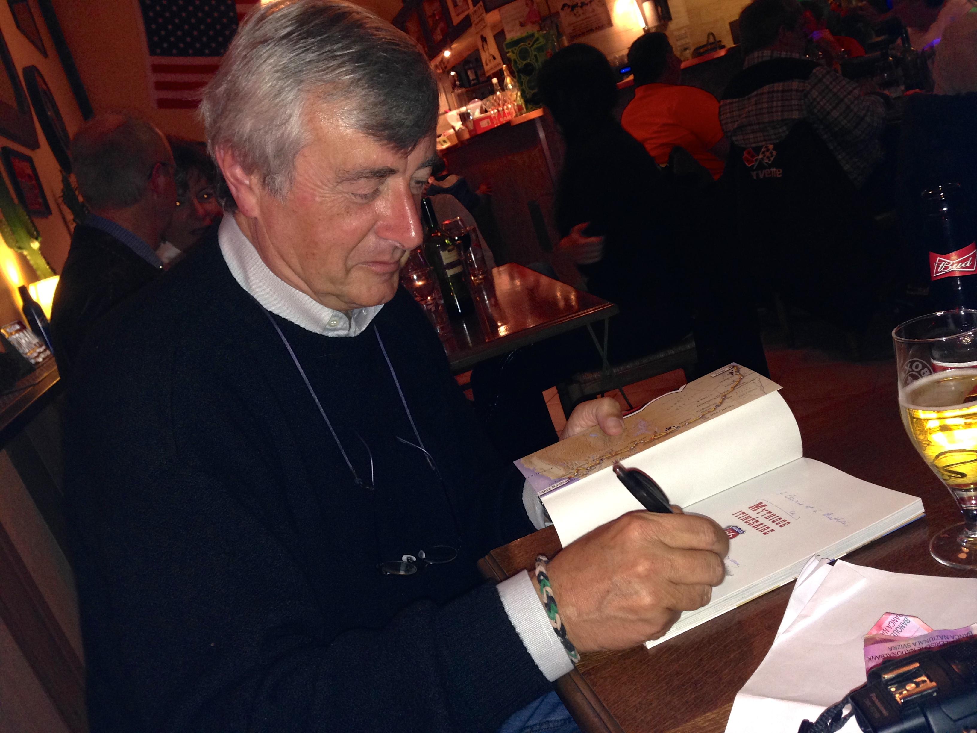 Fabien Dunand en pleine séance de dédicace de son livre « Route 66 Mythique Itinéraire » paru aux éditions Favre
